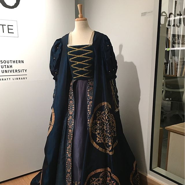 Calling all costume lovers! In Othello in Black and White, you'll find renderings from Designer Bill Black and a costume from the Festival's 1988 production. #utahshakes #sumasuu #costumedesign