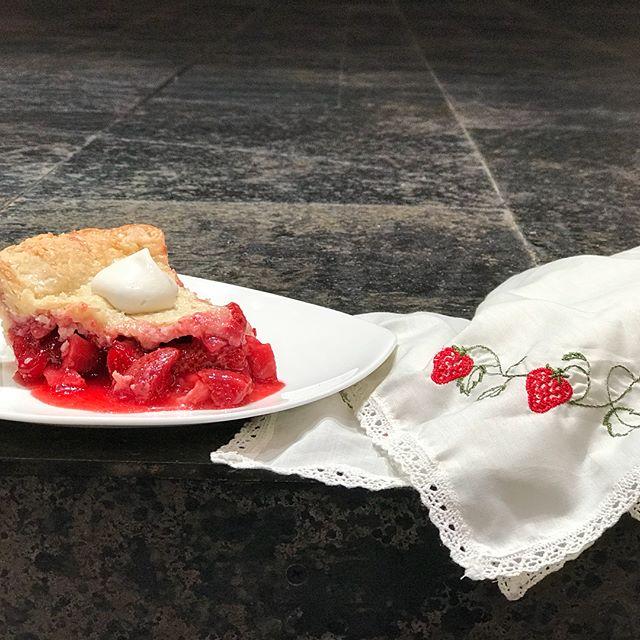 Strawberry Handkerchief Pie. #othellousf  Recipe link in bio!