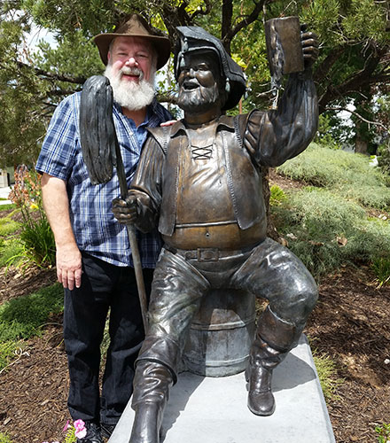 Actor John Ahlin with the Festival statue of the character he has been playing all season.