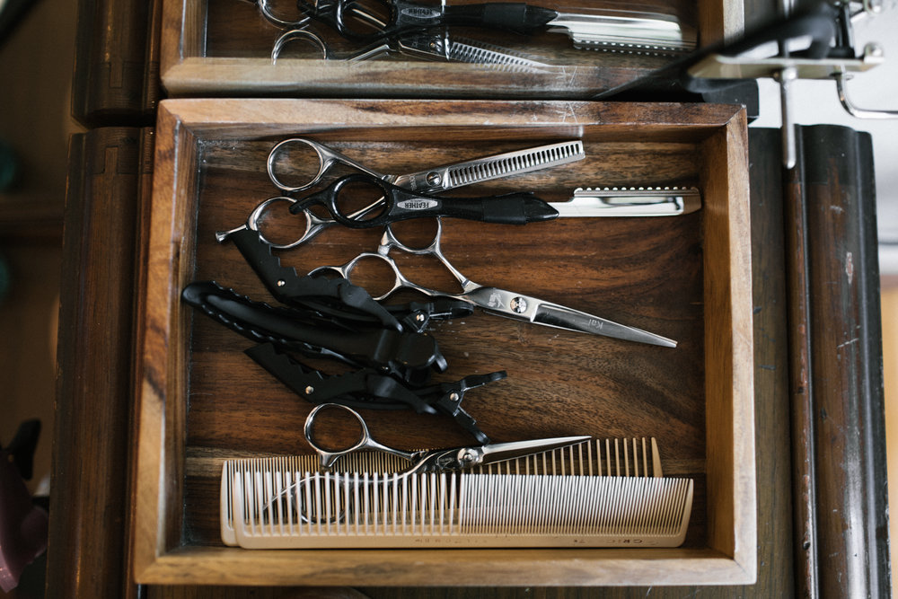 salon utensils