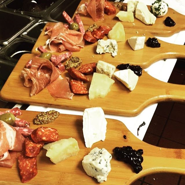 Charcuterie made with only the #best #meats and #cheeses 🧀 perfect for any #occasion and great for #sharing 🍴 #manchegocheese #saltspringislandgoatcheese #triplecreambrie #proscuitto #chorizoandsalami #onlythebest #vancityeats #hungry #foodie #eeeeeaats