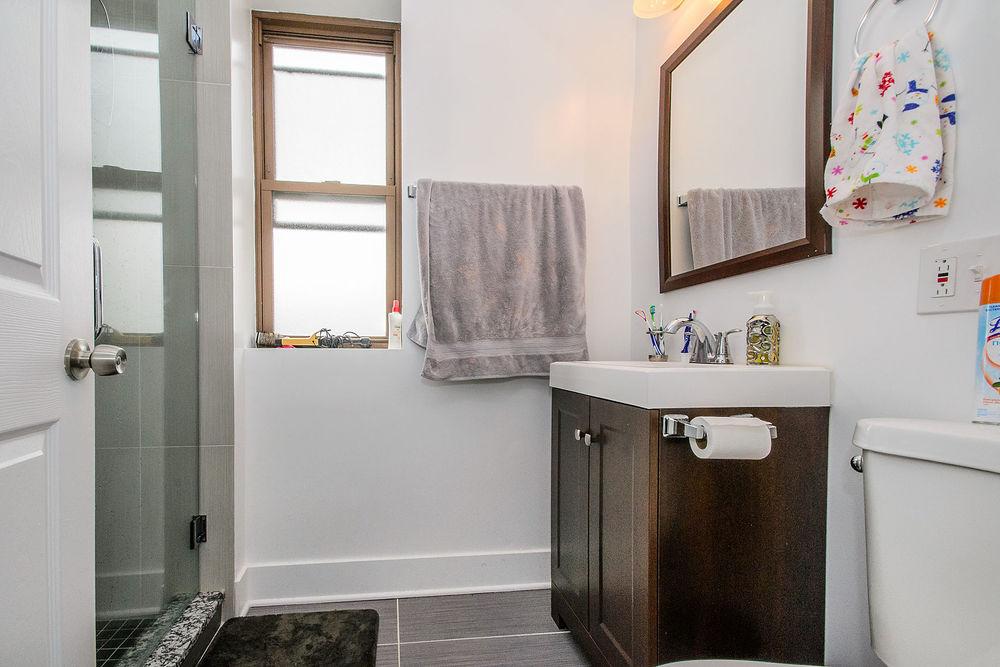 1bathroom1[1].jpg