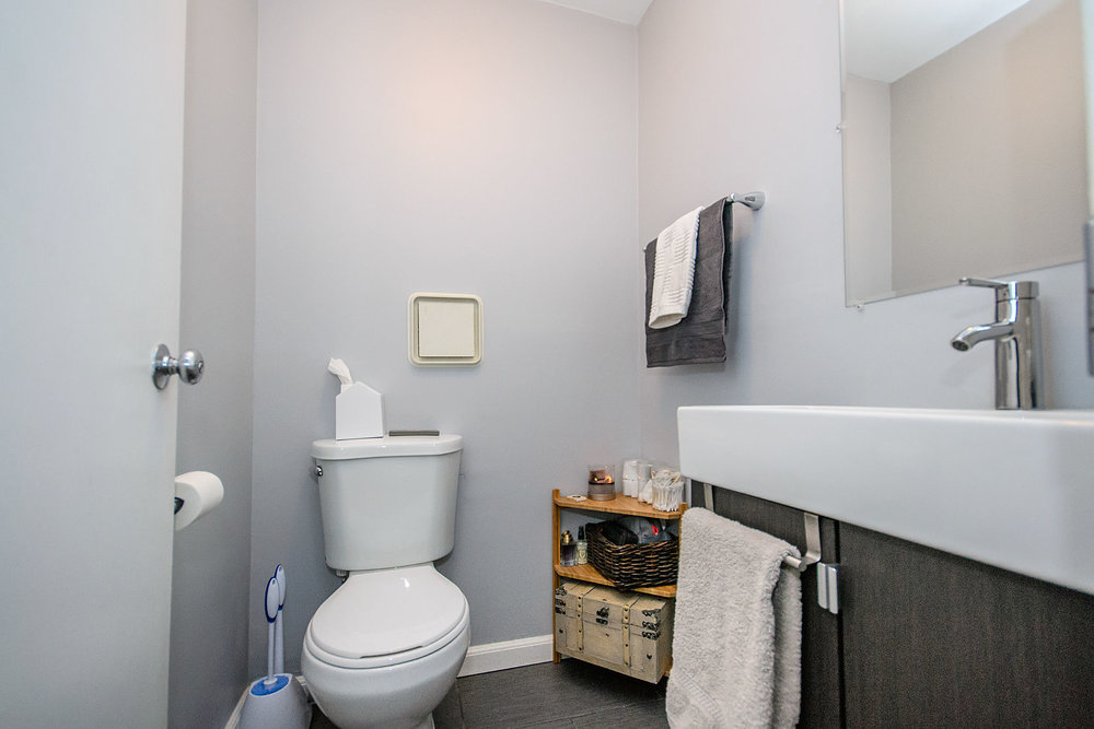 1bathroom1.jpg