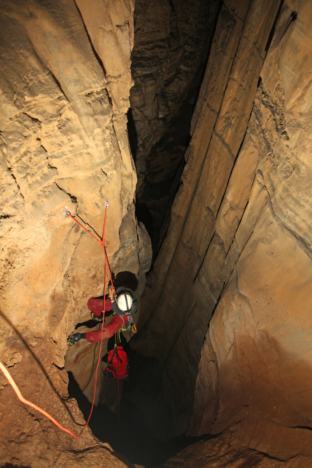Steph Davlañtes on rope, descending the vertical chasm of the Bowl Hole.
