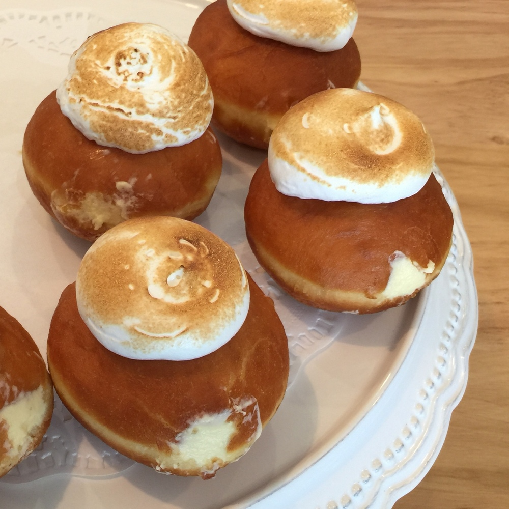 Lemon meringue dobuts