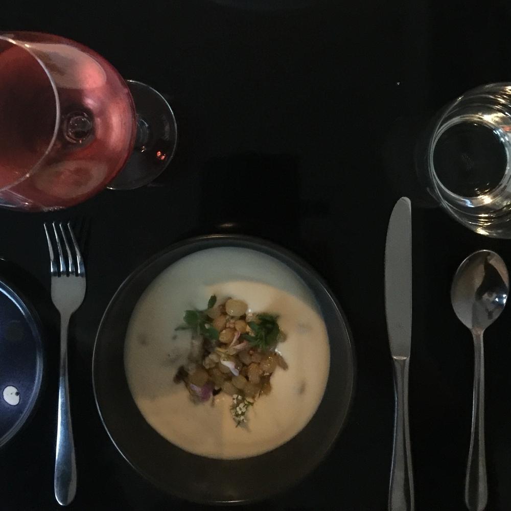 Cauliflower velouté,blue cheese,golden raisins