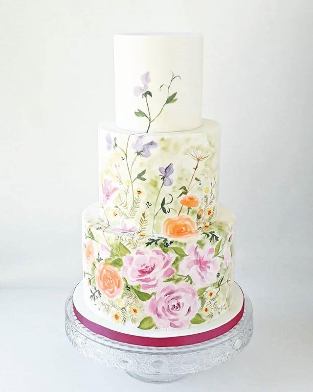 A little throwback to this super cute hand painted cake from last summer!  #weddingcake #cake_trends #cakedesign #cakespiration #modernwedding #cakeporm #cakemasters #bridalmusings #weddingstyle #edibleart #cakeart #cakestagram #ridiculouscakes #moderncake #weddinginspo #designercake  #cakeandgiraffe #watercolour #watercolourcake