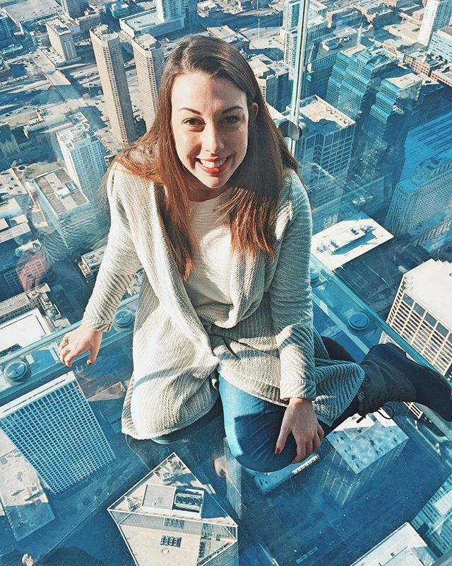 I may or may not have freaked out standing 103 stories up 😂 #dontlookdown #travel #travelblogger #chicago #fashionblogger