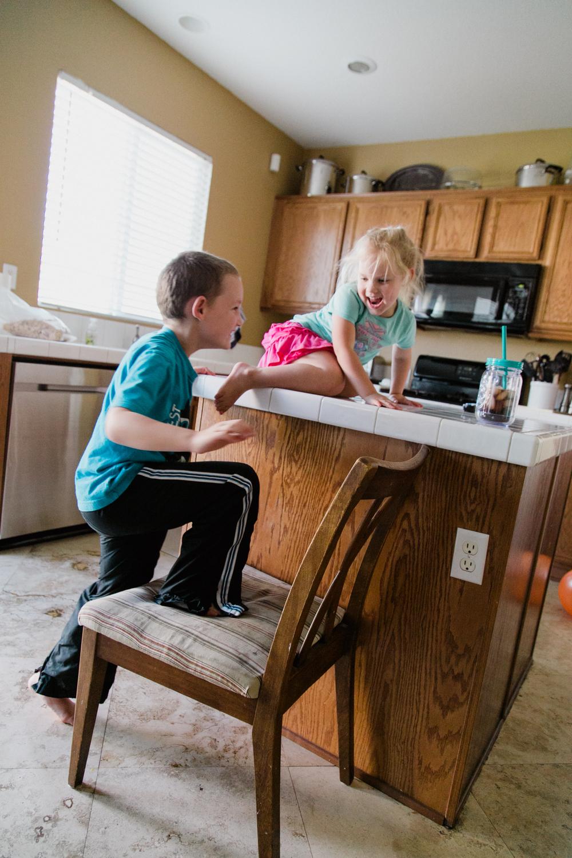 kids-on-table
