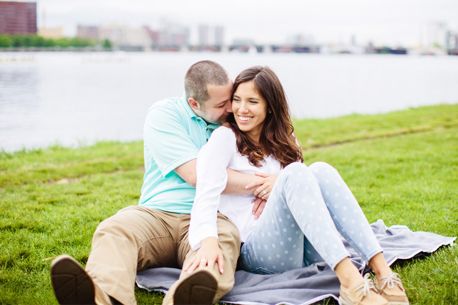 esplanade couple on a blanket along the charles river portrait photographer