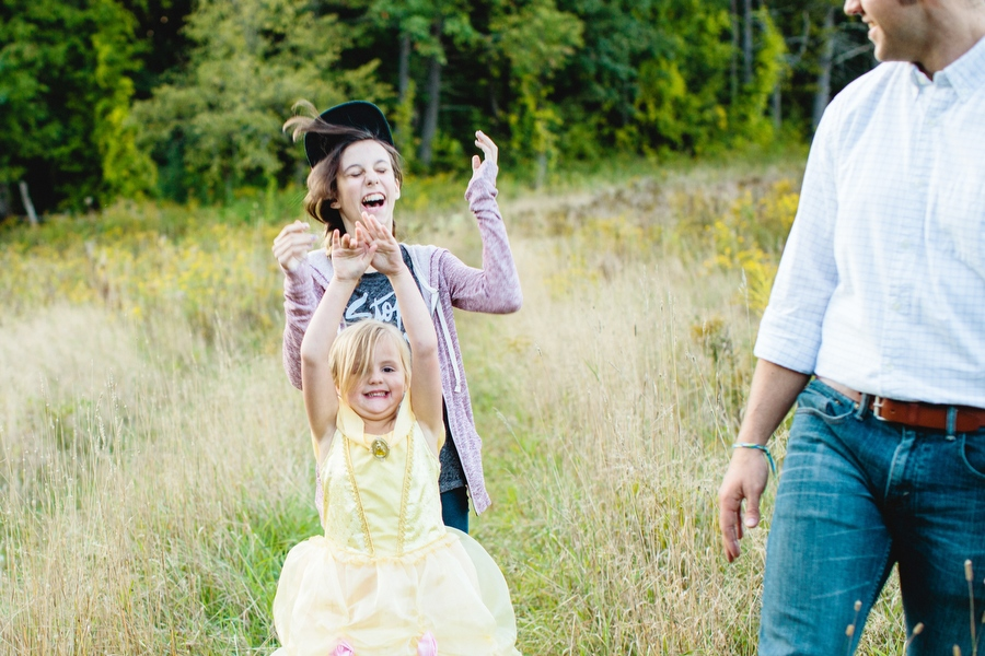 fun lifestyle family photography sisters having fun