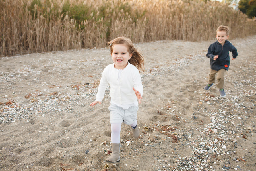 Lifestyle beautiful family photography on a beach in rhode island - boston photographer mikhail glabets