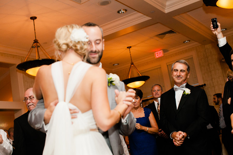 Beutiful wedding photography at the Cohasset Golf Club lovely couple and gorgeous new england wedding (6)