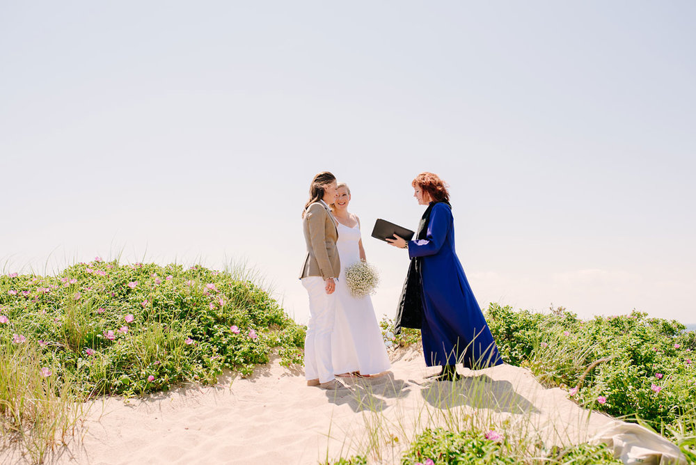 lovely lady elopement at race point beach in p town