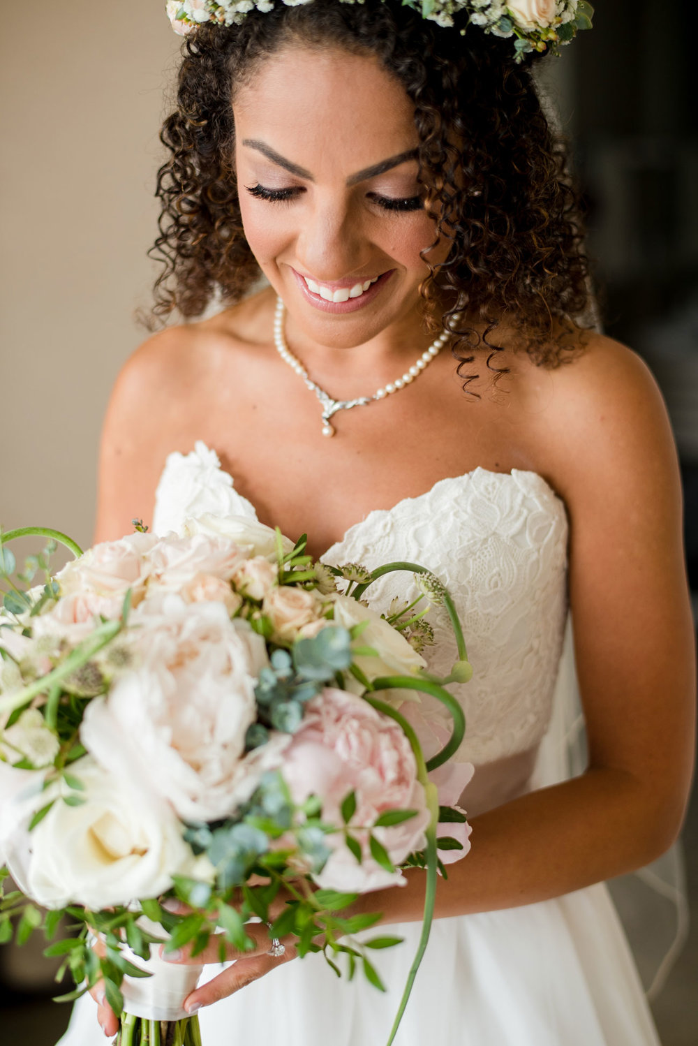 beautiful bride with stunning bouquet with