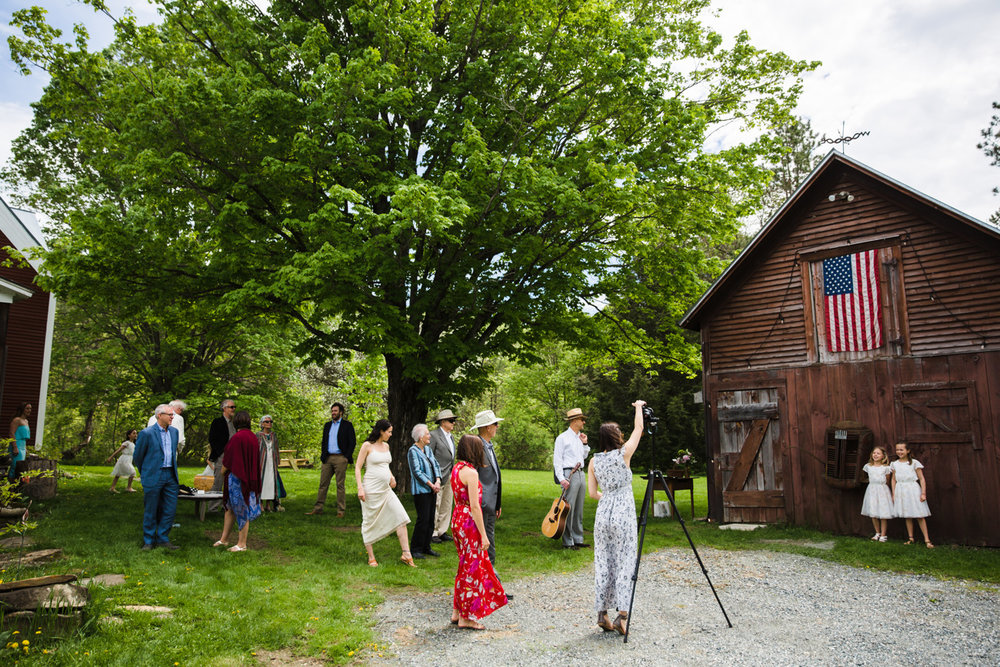 vermont barn with american flag getting married in vermont