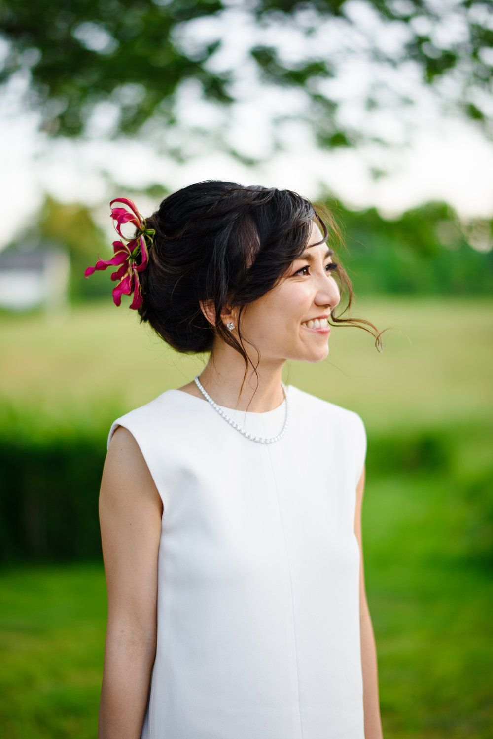 lovely stylish bride in new hampshire outdoors