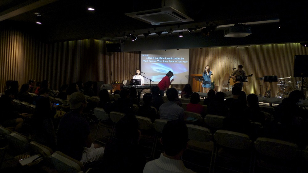 R45 and Jiwan kicked off each session in worship