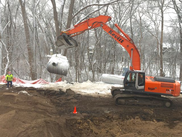 20160108b Stormwater pipe lifted.jpg