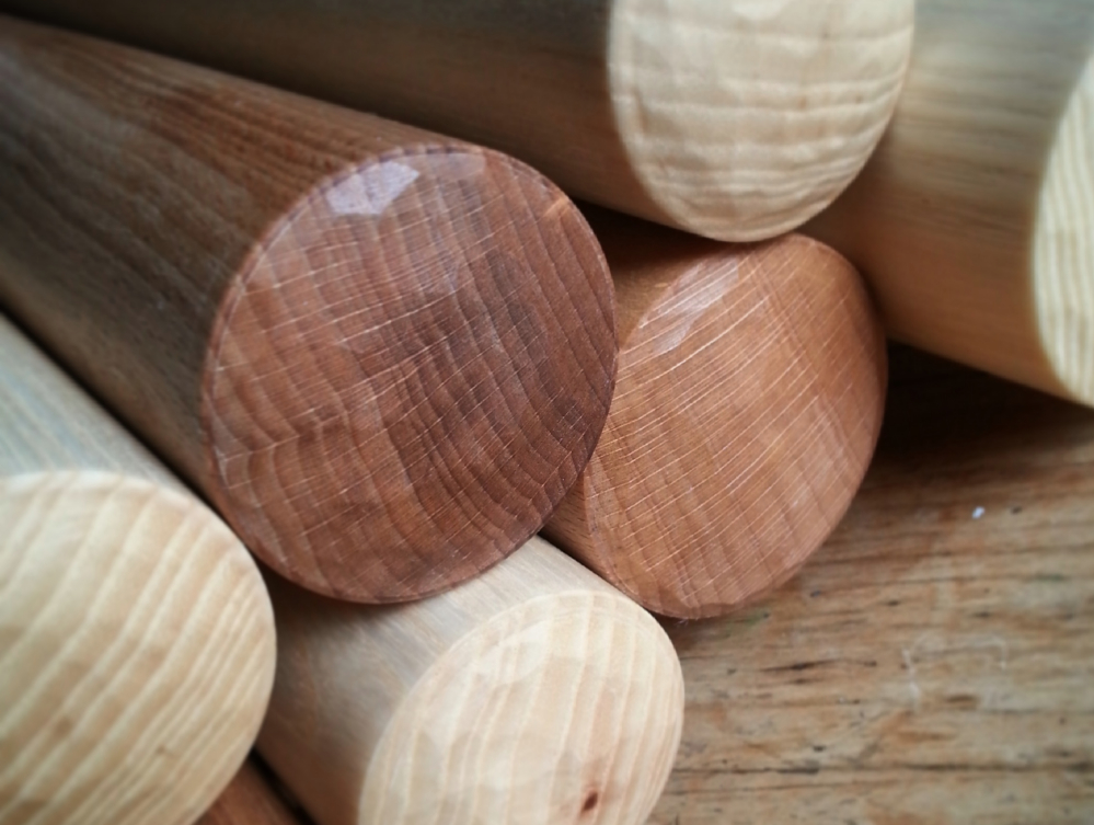 Each end of the rolling pin has a hand carved faceted 'off the knife' finish