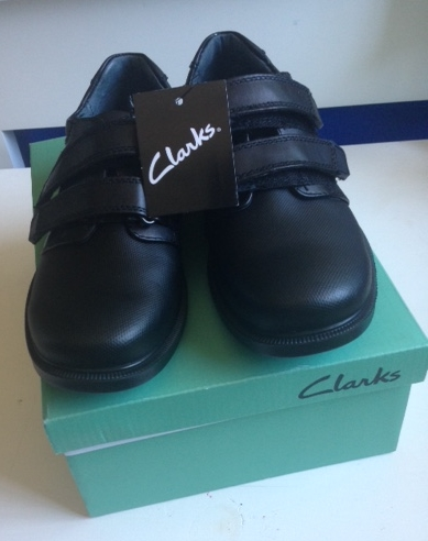 Clarks Sawyer Jnr:Longer velcro straps and a a scuff resistant to and heel material