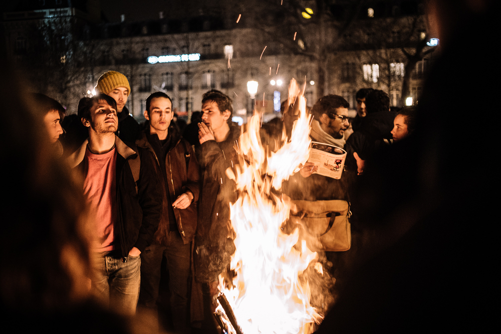 Protestors warming up when temperatures start to drop during the overnight occupation at Nuit Debout, 3rd April 2016.