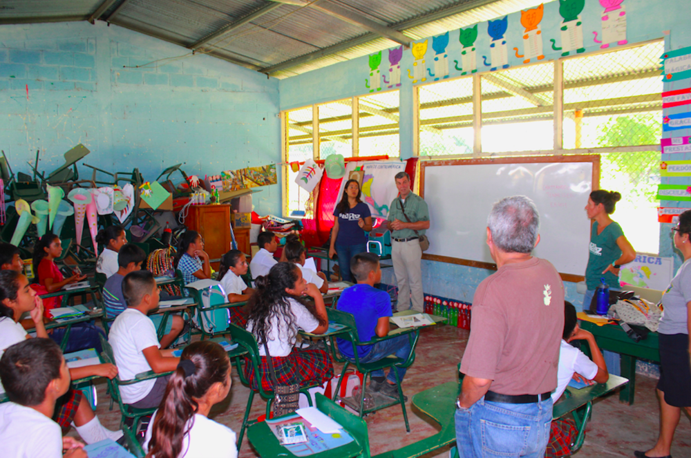 Rick Huffines, TRGT, and Vivian Lozano, La Paz, talking with elementary school students in Guatemala about bird migration.