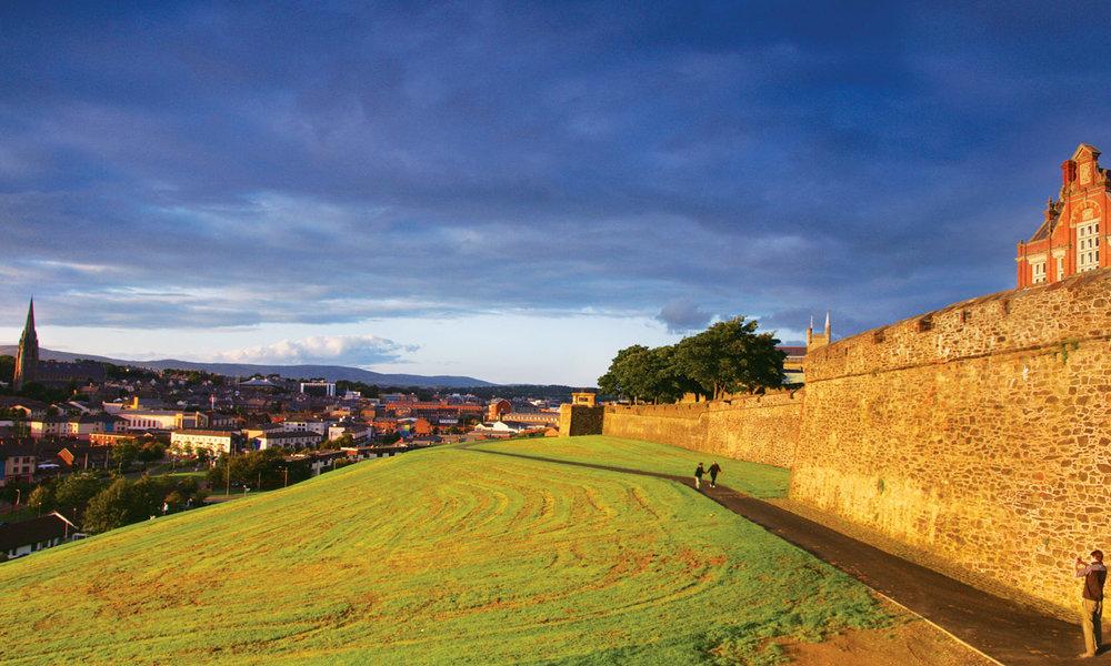 c114_b-derry-city-walls_bg.jpg
