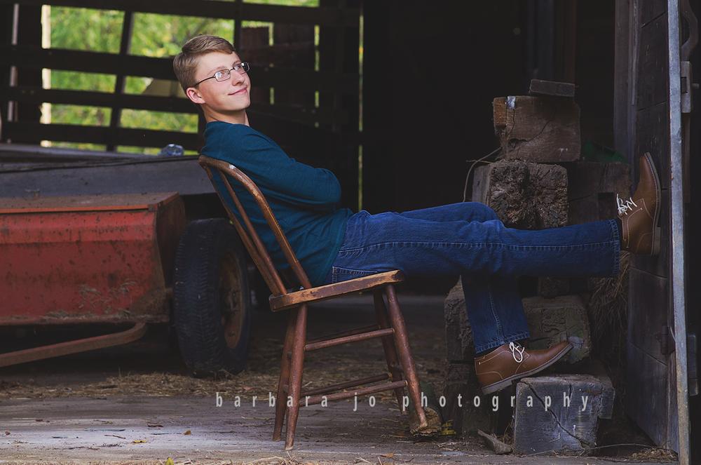 bjp-senior-photographer-class-of-2018-nphs-teen-barn-family-farm-guy-fall-adam6.png