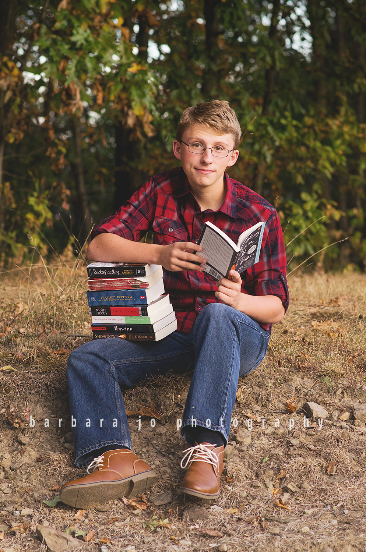 bjp-senior-photographer-class-of-2018-nphs-teen-barn-family-farm-guy-fall-adam9.png