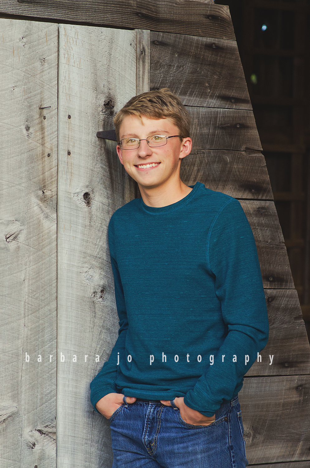 bjp-senior-photographer-class-of-2018-nphs-teen-barn-family-farm-guy-fall-adam2.png
