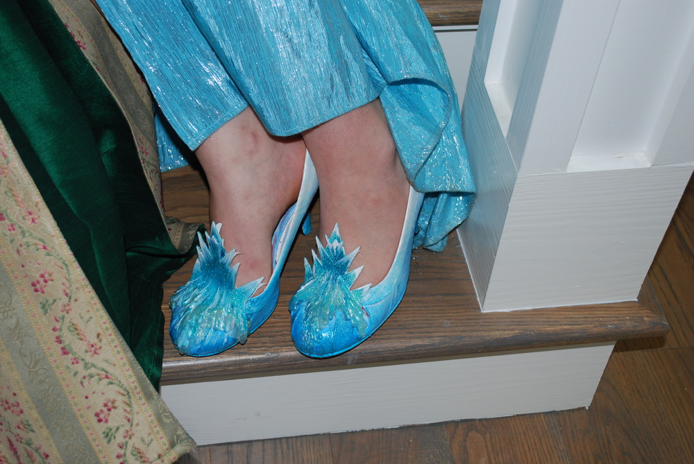 Speaking of shoes......Obsessing over Elsa's shoes!..... Fabulous!  ~Wardrobe Made Simple