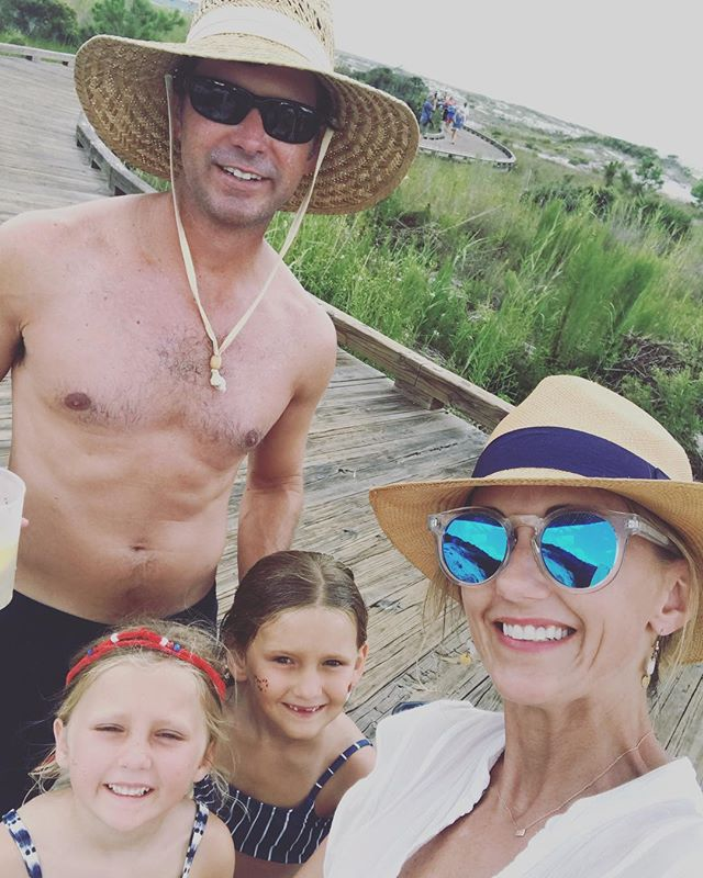 Happy Independence Day 🇺🇸 (belated)! Hope everyone had a safe wonderful holiday celebrating our great country!  I know we did!! ☀️ This was the only pic we got of the entire Giles family together!  #4thofjuly #beachbabes #americathebeautiful #wardrobemadesimple #gilessummer2018