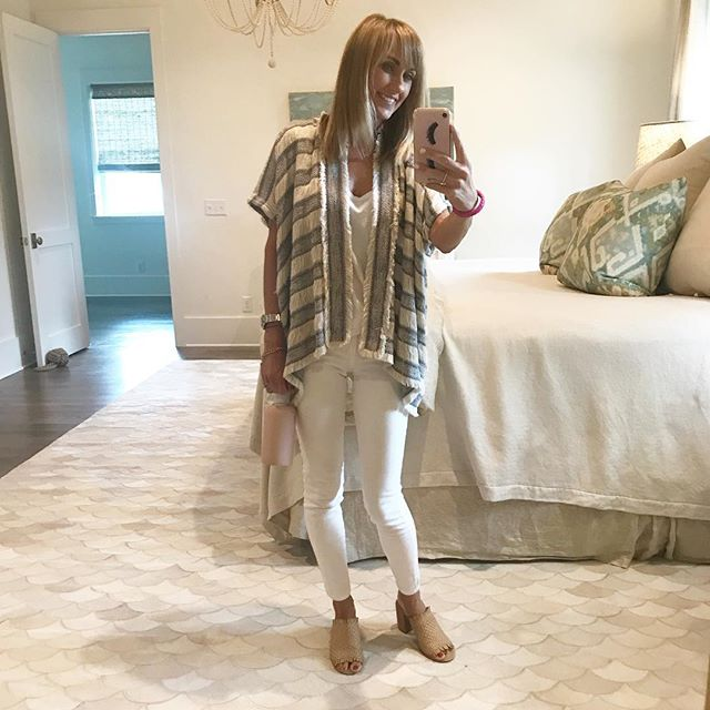 Feeling all white monochrome today for a fun day of shopping with a sweet client!! #wardrobemadesimple #personalstylist #personalshopper #30a #fashionstylist #knowwhatyouhave #findyourownchic #bargainshopping #shoppingday #buildingfashionconfidence