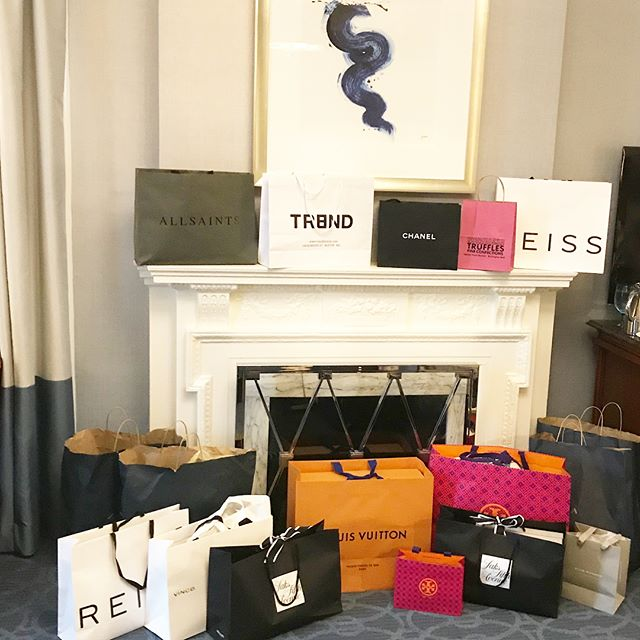 It was a weekend filled with a lot of love, laughter and... of course shopping! 🛍❤️👠 By the looks of those bags, I would say it was successful!  Thank you for a wonderful time with my beautiful sisters in Boston!  @nmdean76 @libbygreeneinteriors @cherylmitchell5  Thank you also to @julieann_nashtravelmgmt for helping us make it a special and perfect girls getaway!  #24yearsoffriendship #annualgirlstrip #shoppingbags #boston #wardrobemadesimple #personalshopper #personalstylist