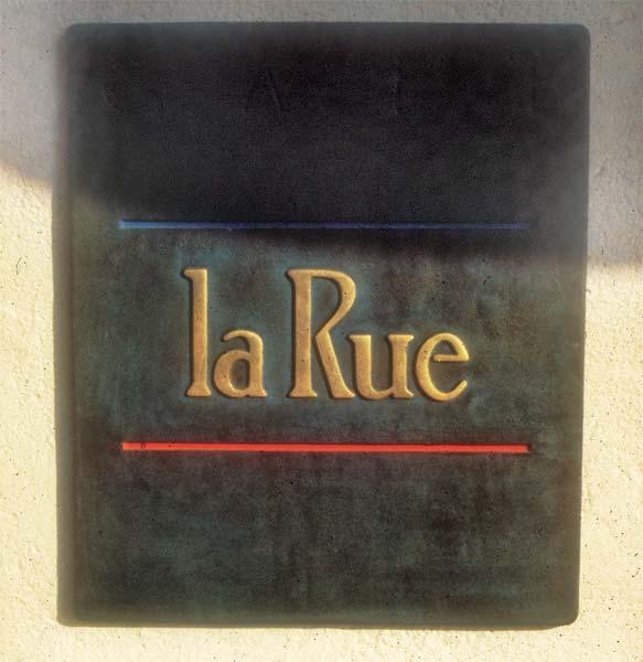 hospitality_la_valencia_la_rue_plaque.jpg