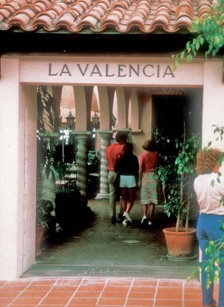 hospitality_la_valencia_entry.jpg