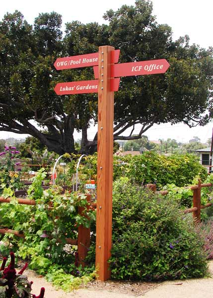 interpretive_olivewood_gardens_wayfinding_post.jpg
