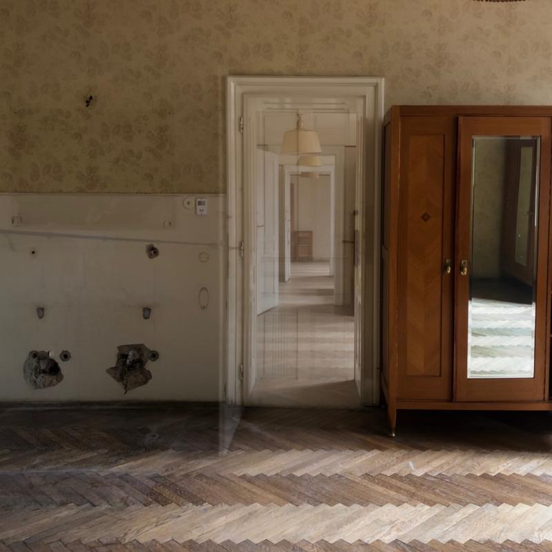 inside-suedbahnhotel-semmering-schroedingers-door.jpg
