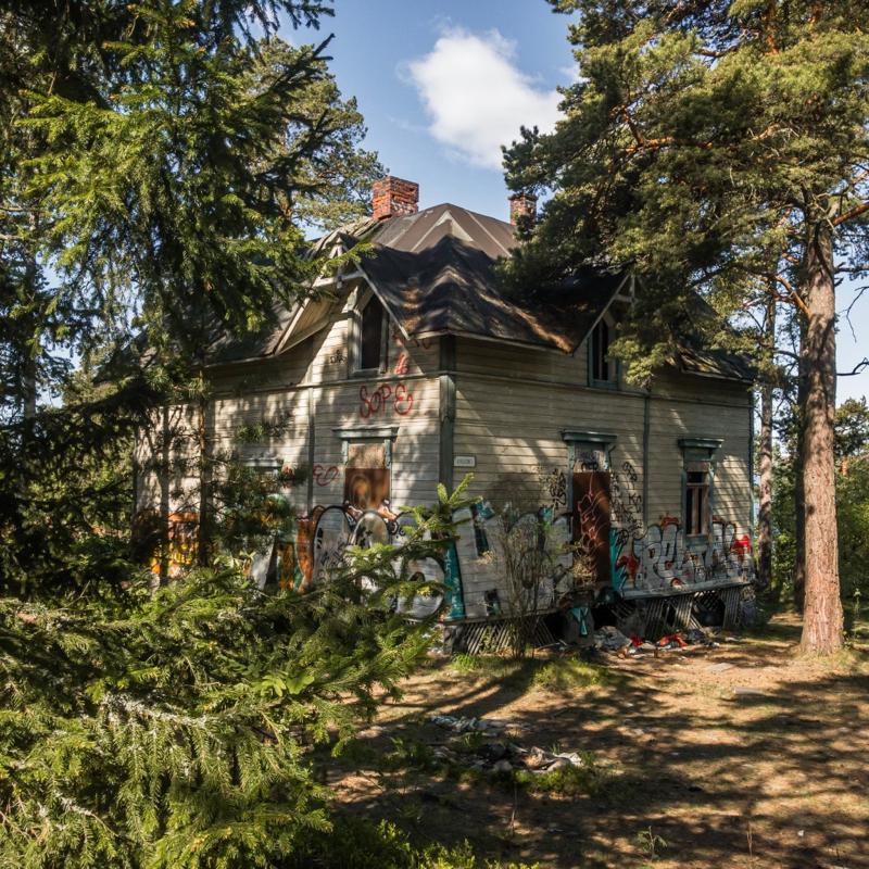 An abandoned villa in Kruunuvuori, Helsinki, Finland