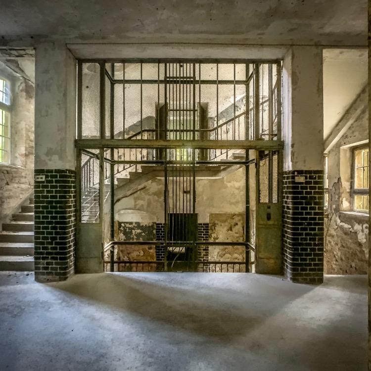 "The goods elevator from the German horror film ""Heilstätten"""