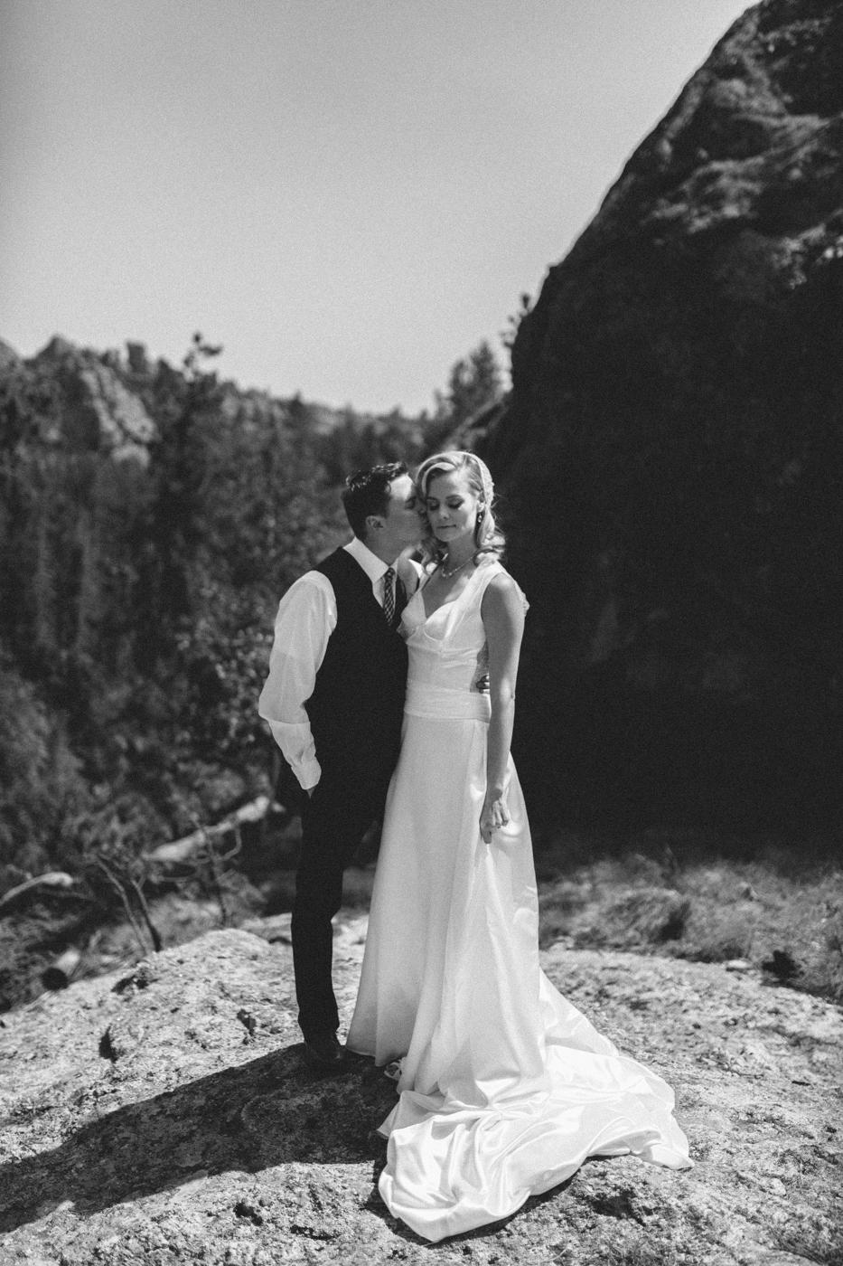 SouthDakota-Iowa-Destination-Wedding-Photographer_041.jpg