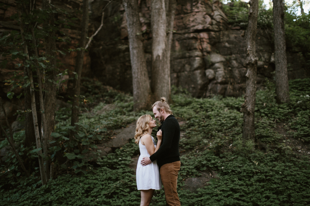 Sioux_Falls_Des_Moines_Engagement_Wedding_Photographer_11.jpg