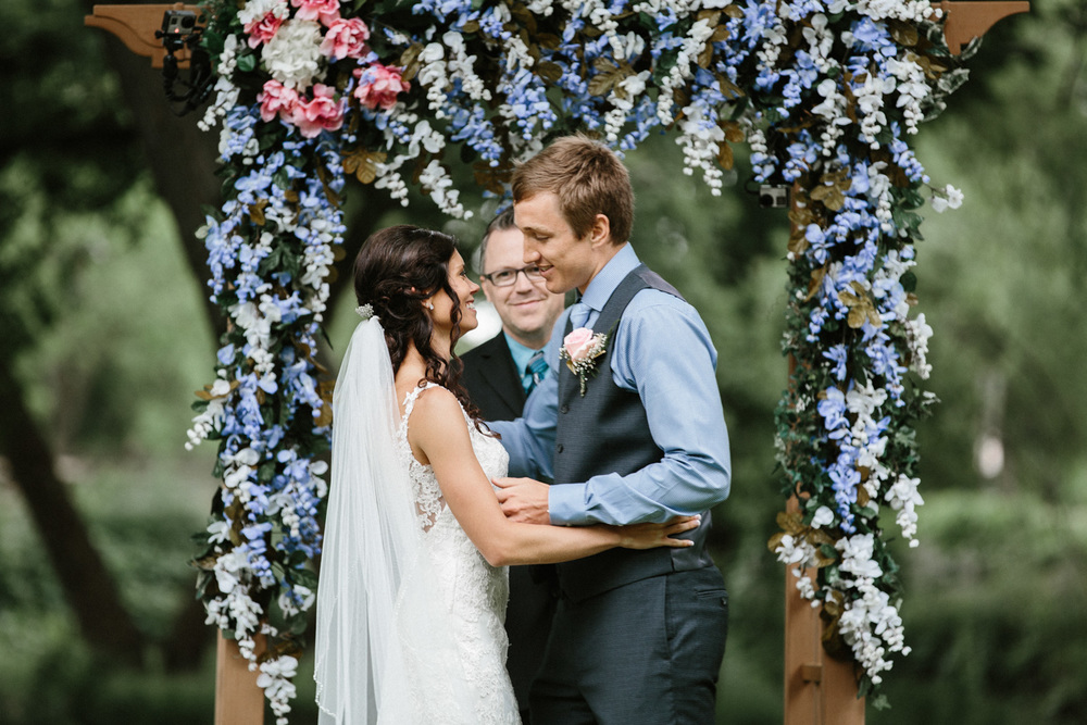 Outdoor_Wedding_SiouxFalls_MaryJoWegnerArboretum_Photographer_Calli&Jon_089.jpg