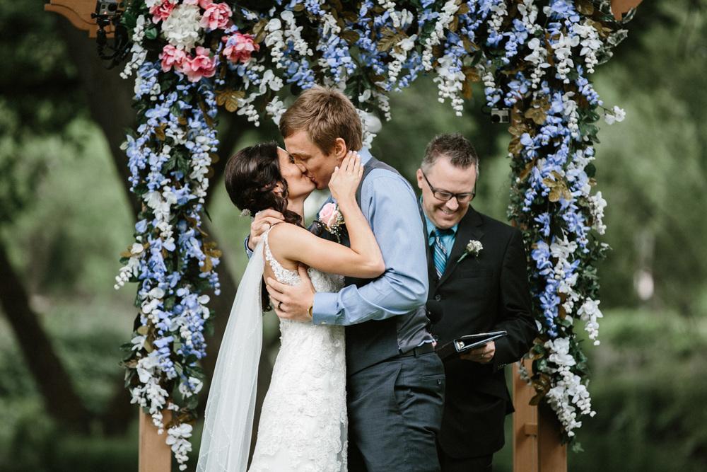 Outdoor_Wedding_SiouxFalls_MaryJoWegnerArboretum_Photographer_Calli&Jon_090.jpg