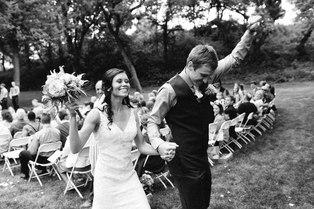 Outdoor_Wedding_SiouxFalls_MaryJoWegnerArboretum_Photographer_Calli&Jon_093.jpg