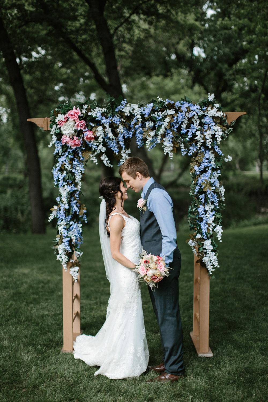 Outdoor_Wedding_SiouxFalls_MaryJoWegnerArboretum_Photographer_Calli&Jon_102.jpg