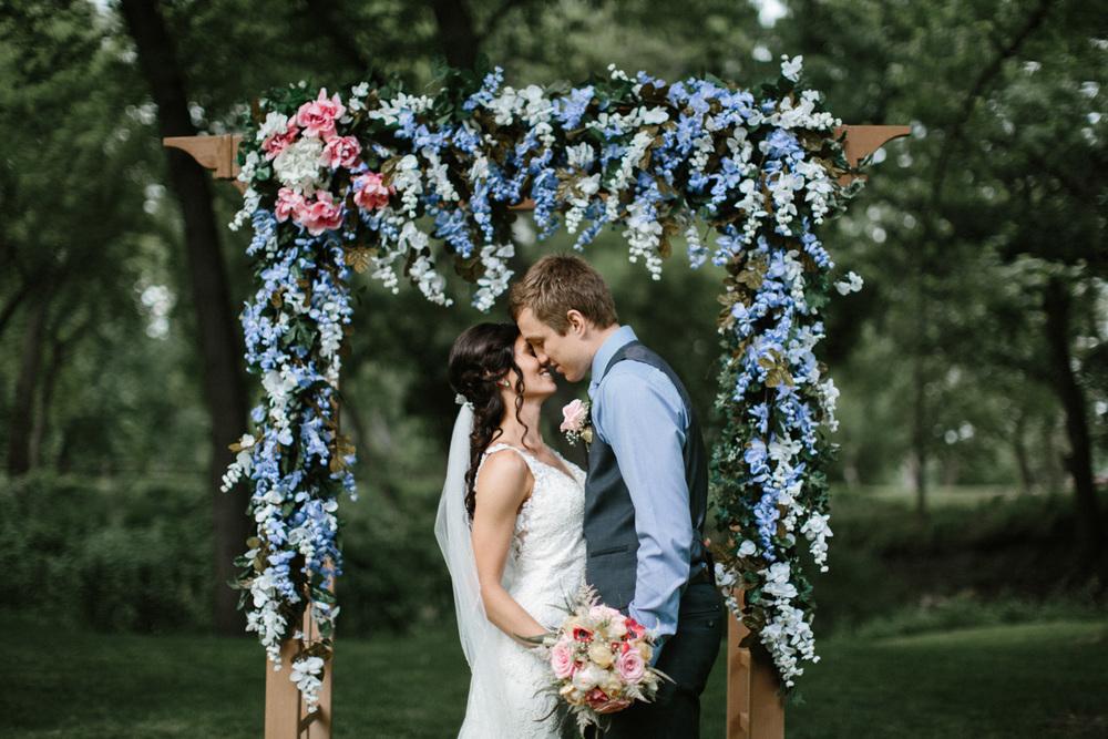 Outdoor_Wedding_SiouxFalls_MaryJoWegnerArboretum_Photographer_Calli&Jon_103.jpg