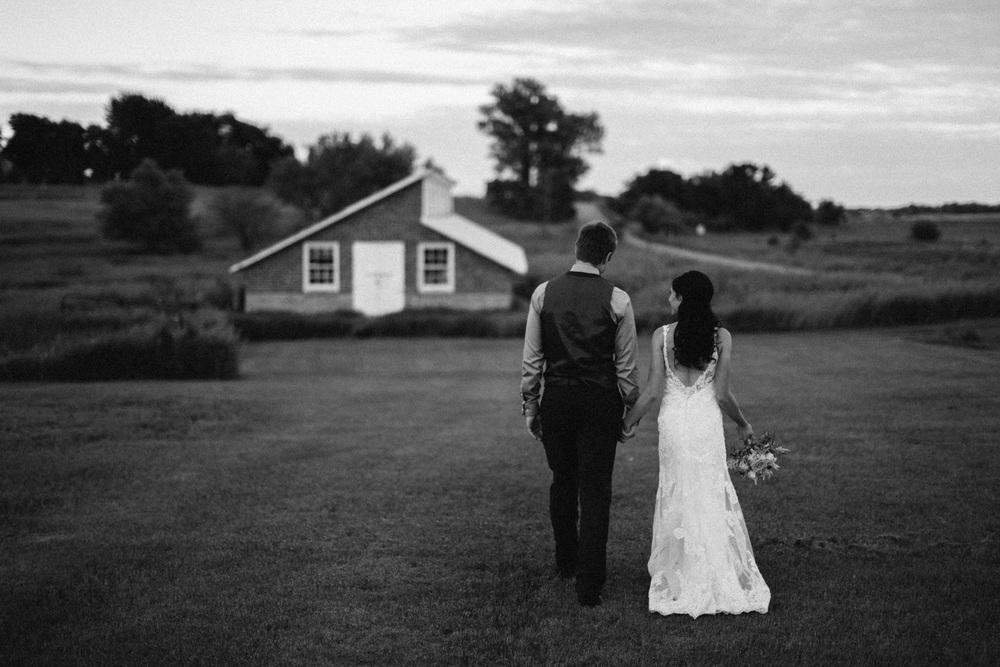 Outdoor_Wedding_SiouxFalls_MaryJoWegnerArboretum_Photographer_Calli&Jon_128.jpg