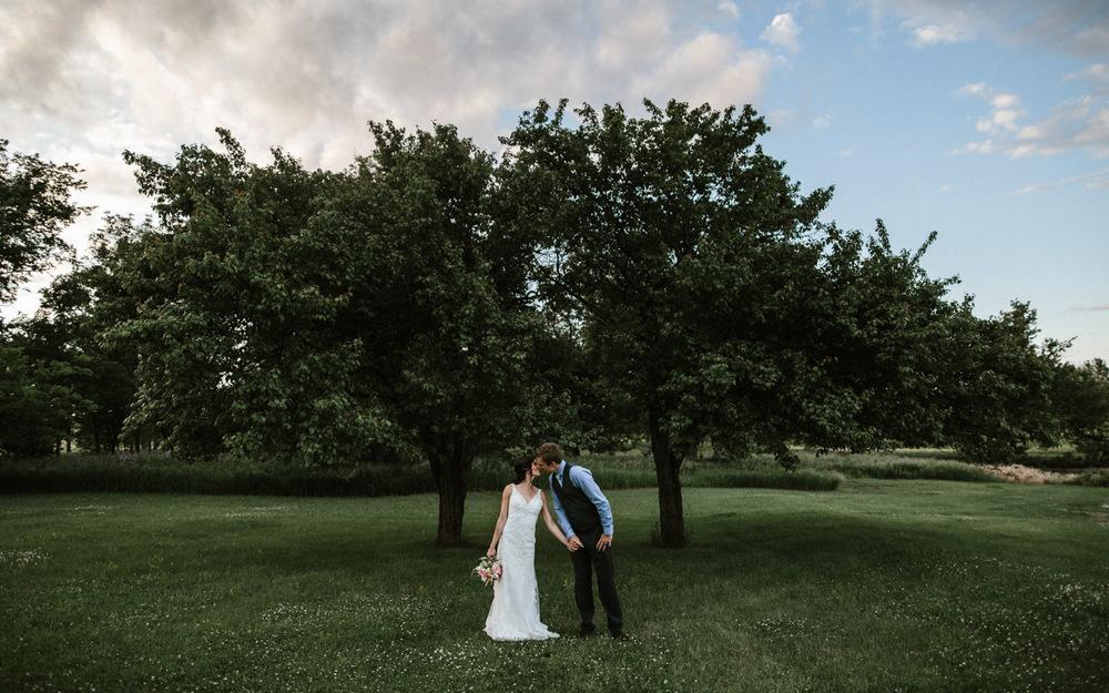 Outdoor_Wedding_SiouxFalls_MaryJoWegnerArboretum_Photographer_Calli&Jon_138.jpg